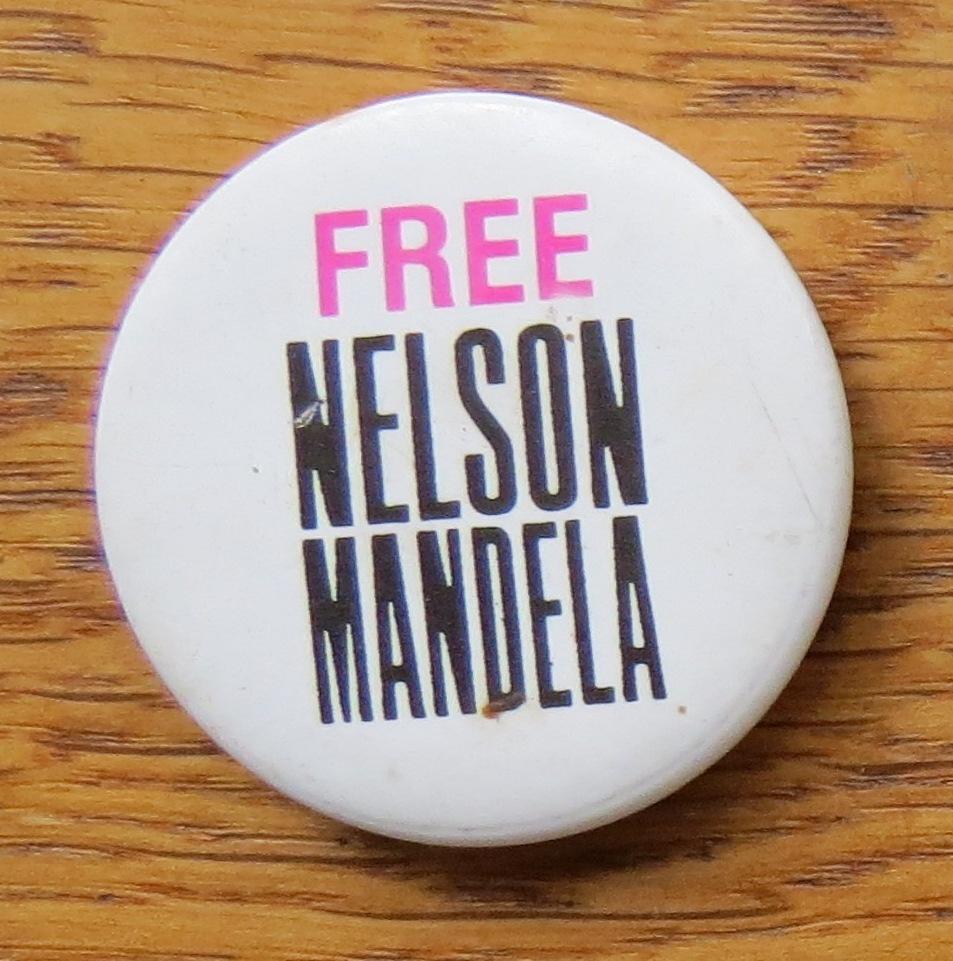 Free Nelson Mandela badge