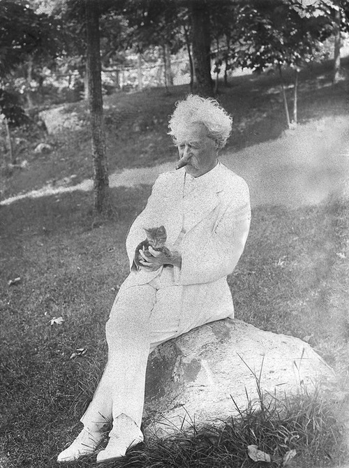 Mark Twain in white suit