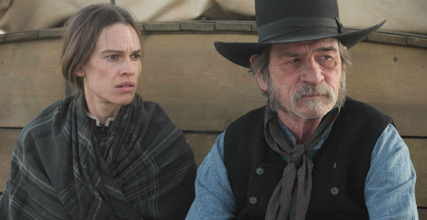 Hillary Swank and Tommy Lee Jones travelling by coach in Homesman