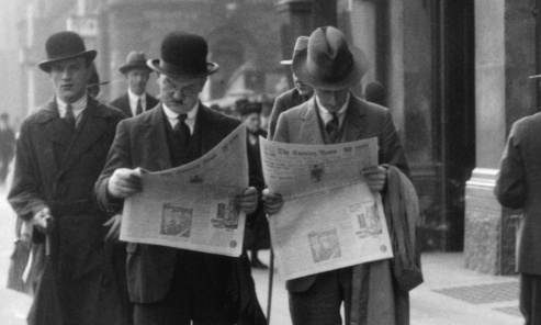 men reading newspapers 1930s