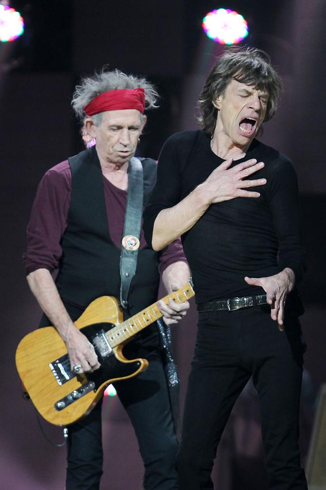 Mick Jagger and Keith RIchards in concert